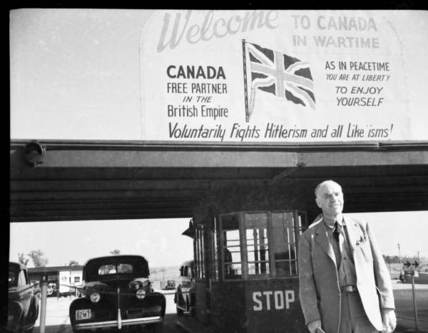 Canada-US border, WW2 sign